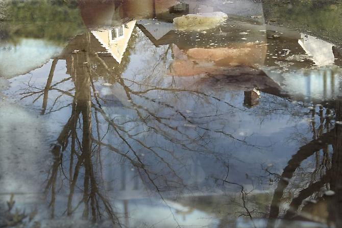 CHERYL PAGUREK | REFLECTION 1 | INK JET PRINT ON SEMI-MATT PHOTOGRAPHIC PAPER | 43.4 X 65 CENTIMETERS | 2006