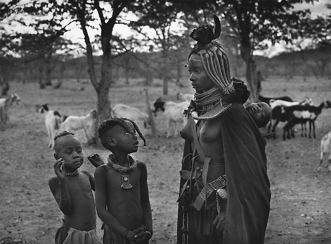 Himba group in Omuramba, near the Zebra Mountains in Kaokoland, Namibia 2005 gelatin silver print