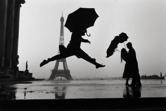 Paris [man with umbrella] 1989