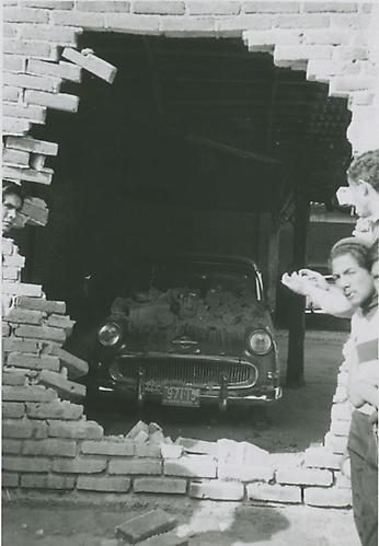 Accidente, 1962 vintage silver gelatin print, 4.5 x 3.3 inches (11.6 x 8.3 cm)