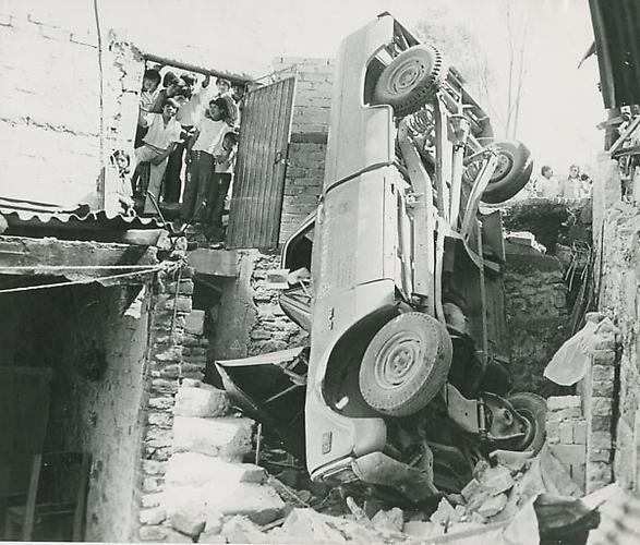 Pick-Up accidentada, 1971 vintage silver gelatin print, 8 x 9.4 inches (20.4 x 24 cm)