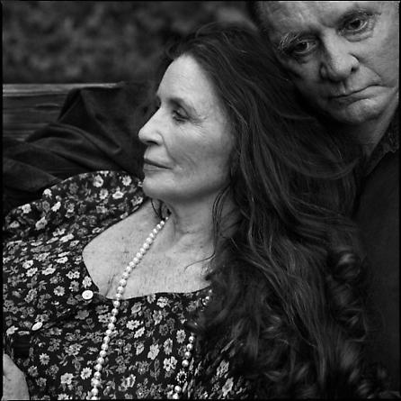 Annie Leibovitz, June Carter and Johnny Cash, Hiltons, Virginia 2001