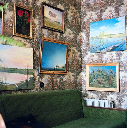 OLGA CHAGAOUTDINOVA | PAINTINGS IN THE WALLS | C-PRINT | 61 x 61 CENTIMETERS | 2006