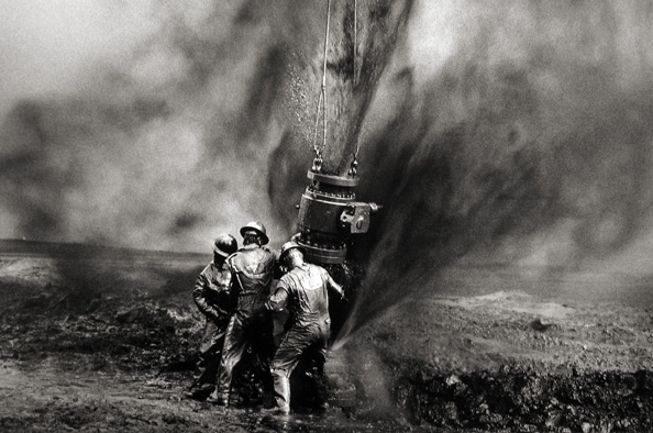 Capping a well head, Greater Burhan Oil Field, Kuwait 1991 Gelatin silver print