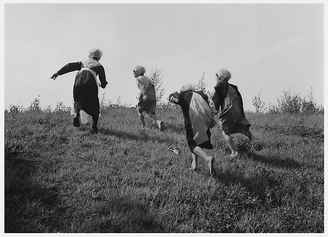 Amish Girls Running, Lancaster, Pennsylvania 1963 platinum/palladium print