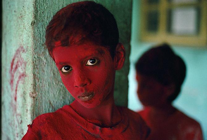 Steve McCurry Red Boy Bombay, India 1996.
