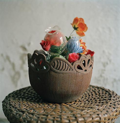 OLGA CHAGAOUTDINOVA | FLOWERS IN A WOOD VASE | C-PRINT | 61 x 61 CENTIMETERS | 2007