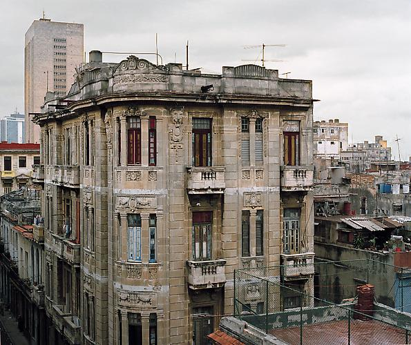 OLGA CHAGAOUTDINOVA | BUILD IN HAVANA #1 | C-PRINT | 61 x 61 CENTIMETERS | 2007