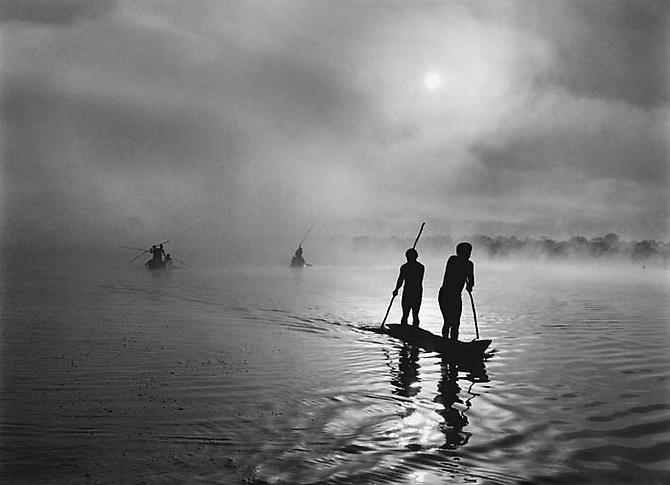 Fishing in the Piulaga Laguna during the Kuarup ceremony of the Waura Group, Upper Xingu Basin, Mato Grosso, Brazil 2005 gelatin silver print