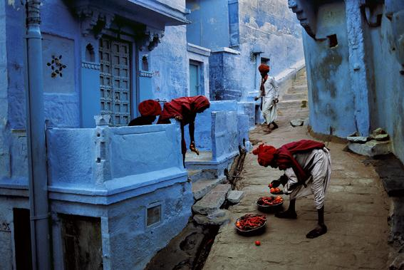 Jodhpur, India [fruit vendors] 1996 C-type print on Fuji Crystal Archive paper