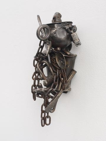 Melvin Edwards, Lo (For Locardia Ndandarika), 1997 Welded steel 13.75 x 9.25 x 6.88 in (34.92h x 23.5w x 17.48d cm)