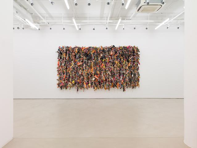 Hassan Sharif Ladies and Gentlemen (2014), installation view Mixed media, 108.27h x 181.1w x 17.72d in (275h x 460w x 45d cm)
