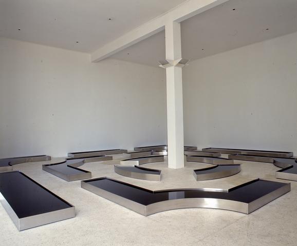 Vanishing Point (1998) Stainless steel tanks, water and perfume 5.5 x 384w x 384d in overall (14h x 975.4w x 975.4d cm overall)