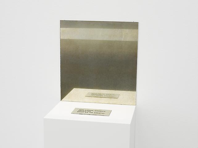 Esto es un espejo. Usted es una frase escrita. [This Is a Mirror. You Are a Written Sentence] (1966-1973) Engraved aluminum and mirror Aluminum plaque: 0.2 x 15.3 x 7.7 cm ; mirror: 35.5 x 33.3 x 0.2