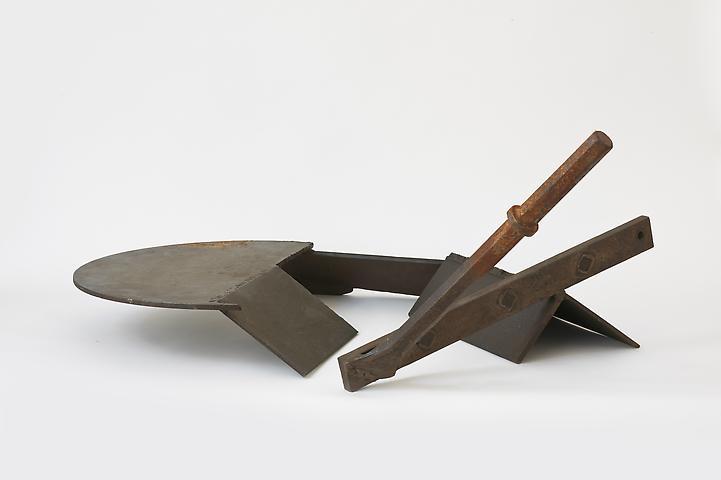 Tools at Rest (1973) Welded steel 15h x 35w x 29d in (38.1h x 88.9w x 73.66d cm)