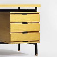 Desk 590