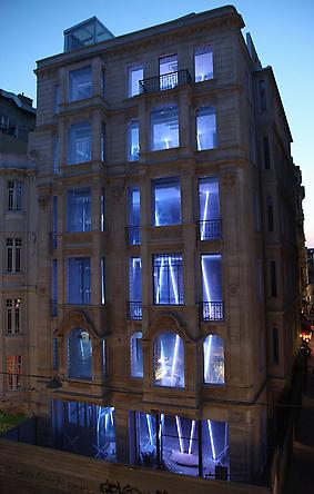 Diagonal Grid, 2009 Site specific installation: Borusan Kultur Sanat, Istanbul LEDs, custom software, electrical hardware