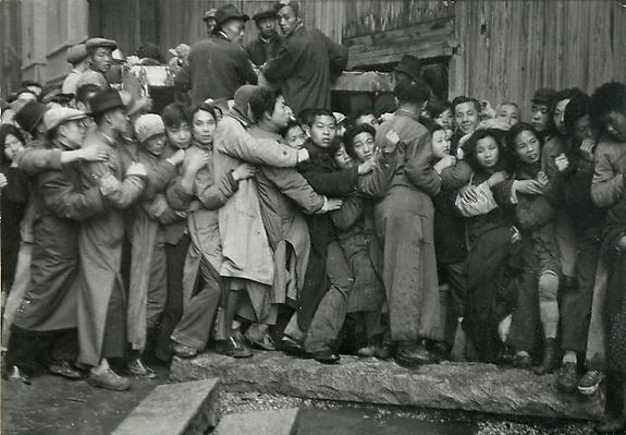 Distribution of gold in the last days of the Kuomintang, Shanghai, China, 1949