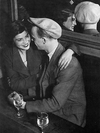 Couple d'Amoureau Assis, Bal Musette des Quatre Saisons, Rue de Lappe, c. 1932