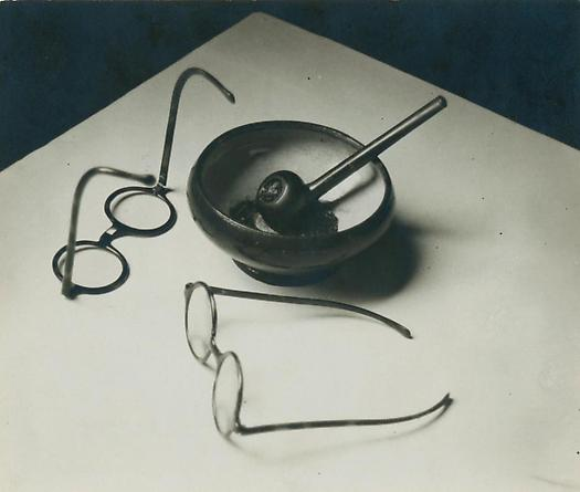 Andre Kertesz, Mondrian's Glasses and Pipe, 1927