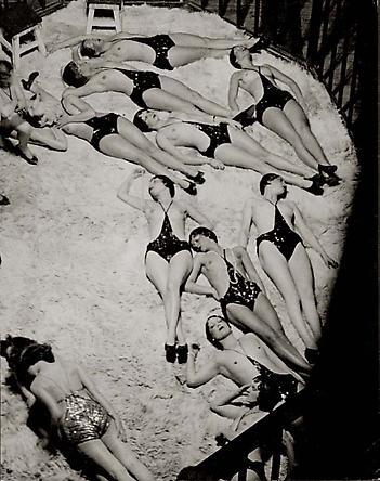 Le Dompteur et ses Fauves, vue des Coulisses des Folies-Bergere, c. 1932