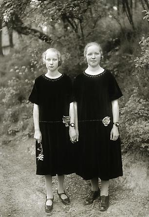 August Sander Country Girls, 1925 © Die Photographische Sammlung/SK Stiftung Kultur, August Sander Archiv, Köln; ARS, NY