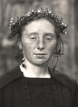August Sander  Rural bride, 1920-25 © SK-Stiftung Kultur – August Sander Archiv VG-Bild Kunst, Bonn