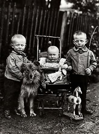 August Sander Farm Children, 1913 © SK-Stiftung Kultur - August Sander Archiv VG-Bild Kunst, Bonn