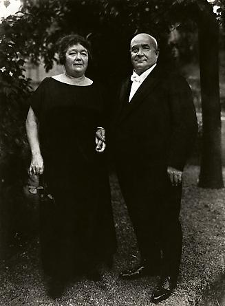 August Sander Gentleman Farmer and Wife, 1924 © Die Photographische Sammlung/SK Stiftung Kultur, August Sander Archiv, Köln; ARS, NY