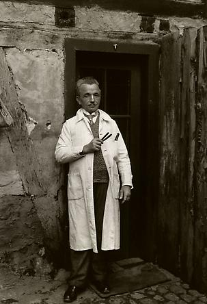 August Sander  Barber, 1930 © SK-Stiftung Kultur – August Sander Archiv VG-Bild Kunst, Bonn