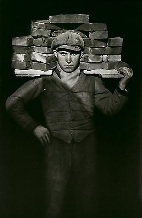 August Sander  Bricklayer, 1928 © SK-Stiftung Kultur – August Sander Archiv VG-Bild Kunst, Bonn