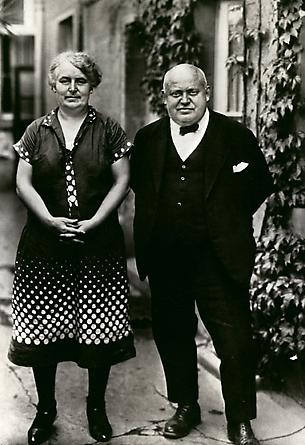 August Sander The Innkeeper and his Wife, 1930 © SK-Stiftung Kultur – August Sander Archiv VG-Bild Kunst, Bonn
