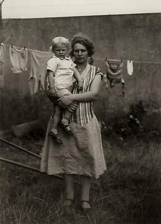 August Sander Fairground Woman, c. 1930 © Die Photographische Sammlung/SK Stiftung Kultur, August Sander Archiv, Köln; ARS, NY