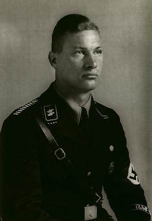 August Sander  Member of Hitler's SS Bodyguard, c. 1940 © SK-Stiftung Kultur – August Sander Archiv VG-Bild Kunst, Bonn