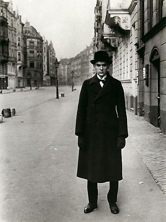 August Sander Painter [Anton Räderscheidt], 1926 © Die Photographische Sammlung/SK Stiftung Kultur, August Sander Archiv, Köln; ARS, NY