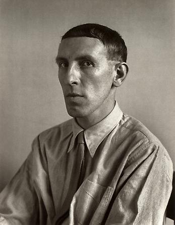 August Sander Painter [Heinrich Hoerle], 1928 © Die Photographische Sammlung/SK Stiftung Kultur, August Sander Archiv, Köln; ARS, NY