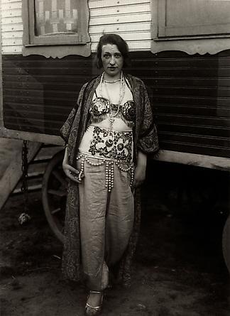 August Sander Circus Artist, 1926-32 © Die Photographische Sammlung/SK Stiftung Kultur, August Sander Archiv, Köln; ARS, NY
