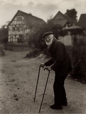 August Sander Old Farmer, 1931-32 © Die Photographische Sammlung/SK Stiftung Kultur, August Sander Archiv, Köln; ARS, NY