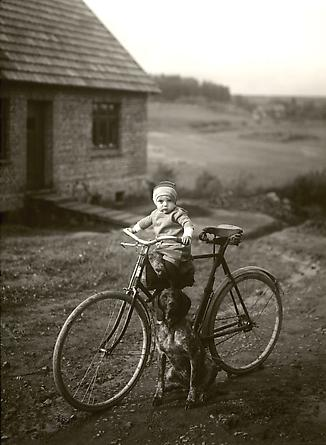 August Sander Forester's child, Westerwald, 1931