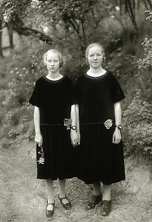 August Sander  Country Girls, 1925 © SK-Stiftung Kultur – August Sander Archiv VG-Bild Kunst, Bonn