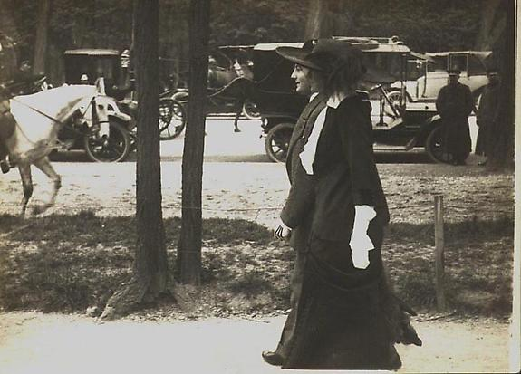 Juliette Clarens, Avenue des Acaciasm 19 Aoril 1912 [JHL 639]