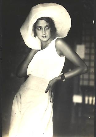 Renee Perle at Biarritz, 1930 [JHL 017]