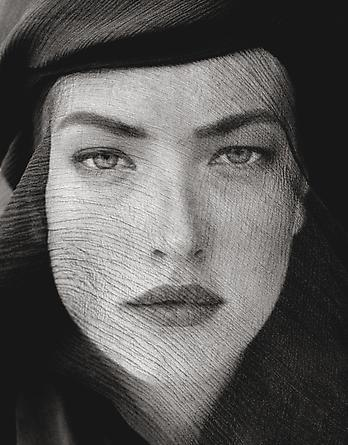 Tatjana Veiled Head, Joshua Tree, 1988