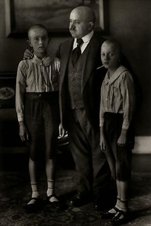 August Sander Widower, 1914 © SK-Stiftung Kultur - August Sander Archiv VG-Bild Kunst, Bonn