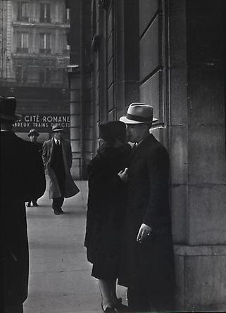 Couple d'Amoureux a la Gare Saint Lazare, c. 1937-38