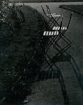 Brassaï, Chairs dans le Jardin des Tuileries, c. 1933-34