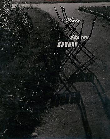 Chaises dans le Jardin des Tuileries, c. 1933-34