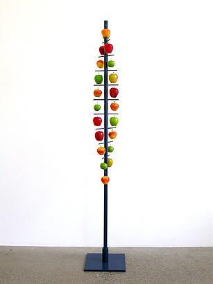 Träd för äpplen 2004 mixed media h:210 cm
