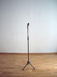 Ceal Floyer, <i>Solo, </i>2006, Koenig & Meyer 'Proline' mic stand, 22mm mike holder, hairbrush, Dimensions variable