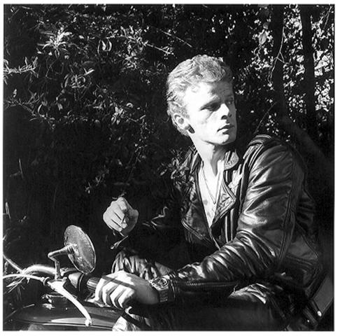 <i>Gavin Cort</i>, 1975
